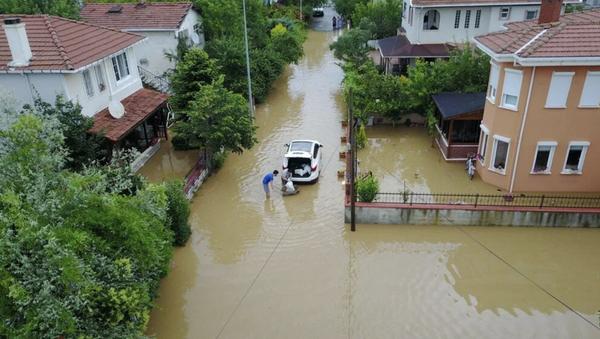 İstanbul'da sağanak yağış: Evler su altında kaldı - Sputnik Türkiye