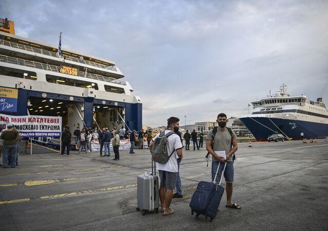 Yunanistan - feribot - maske - koronavirüs - Pire