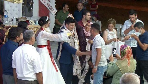 Antalya, düğün hediyesi takı bin tane beş lira-50 metrelik zincir - Sputnik Türkiye