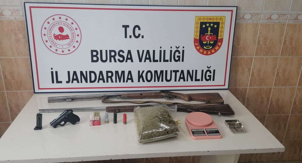 Jandarmadan uyuşturucu partisi yapılan iki adrese baskın