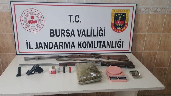 Jandarmadan uyuşturucu partisi yapılan iki adrese baskın - Sputnik Türkiye