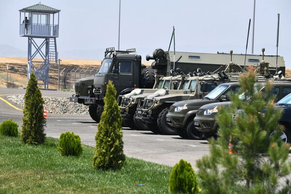 Merkezin faaliyetlerinde kullanılan askeri araçlar - Sputnik Türkiye