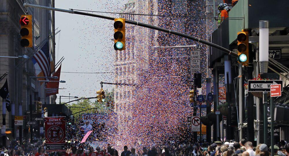 New York'ta Kovid-19 salgınının 'kahramanlarından' geçit töreni