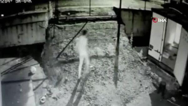 Konteynerde çakmak gazı patladı, üç gencin vücudunda yanıklar oluştu - Sputnik Türkiye
