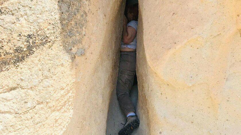 ABD'li turist fotoğraf çekerken düştü, kayalıklar arasında sıkıştı