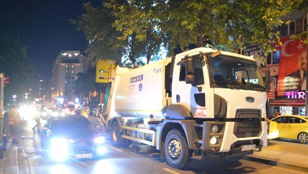 İşitme engelli scooter sürücüsü, çöp kamyonunun altında kalarak hayatını kaybetti - Sputnik Türkiye