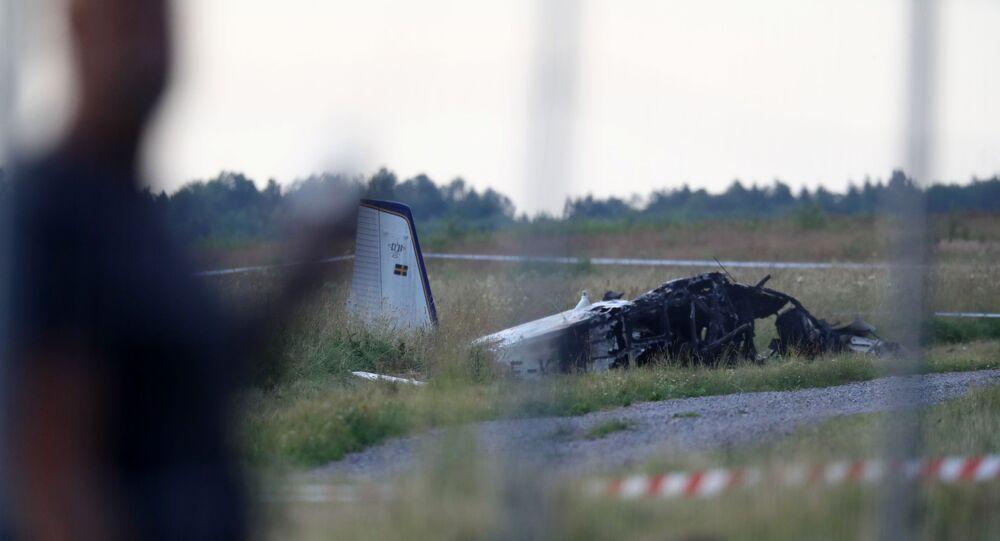 İsveç'in Orebro kenti yakınlarında içinde 9 kişinin bulunduğu uçağın, kalkışın ardından kısa bir süre düştüğü bildirildi.