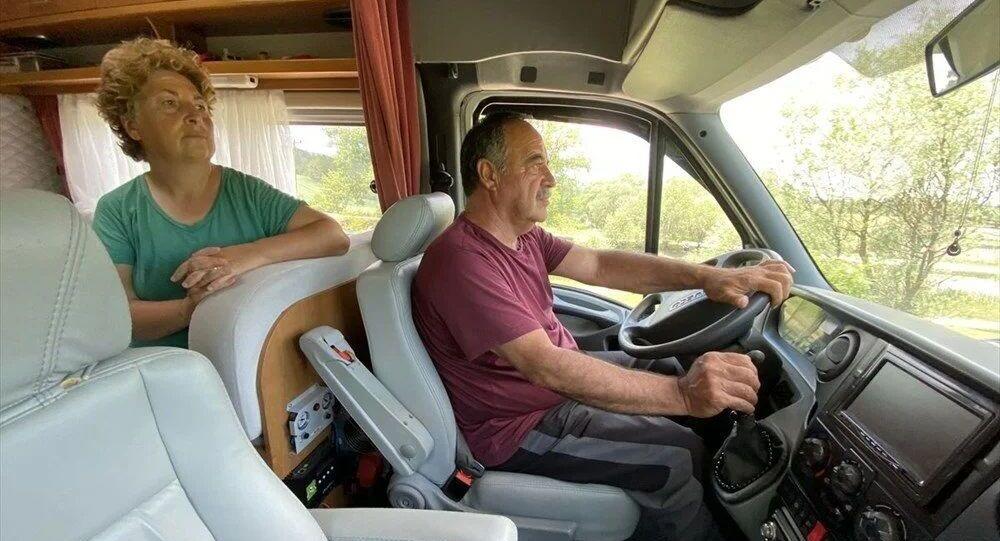 Karavanla 14 yılda 15 ülke ile Türkiye'de 77 şehri gezdiler