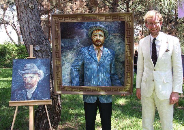 Van Gogh tablosunu canlandıran sağlıkçı, Mersin