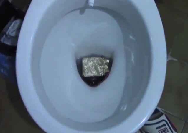 Hırsızların 'zula' tuvaletinden 50 bin liralık altın çıktı