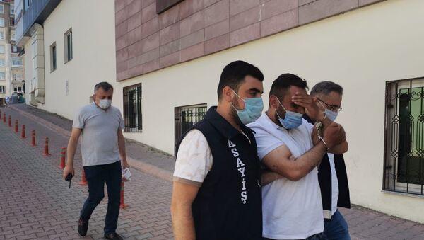 Kayseri'de motosikletli taciz şüphelisi yakalandı: 'İyi çekin, yakışıklı çıkayım' - Sputnik Türkiye