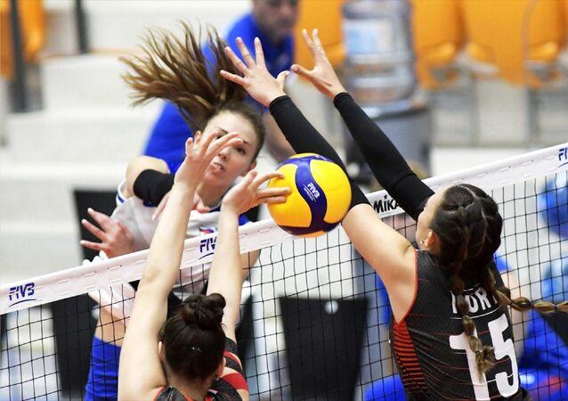 FIVB 20 Yaş Altı Kadınlar Dünya Şampiyonası'ndaki ikinci maçında Türkiye, Rusya'ya 3-1 yenildi.