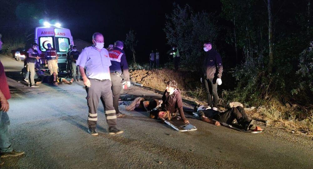 Van'ın Muradiye İlçesi'nde sığınmacı taşıyan minibüsün kaza yapması sonucu çok sayıda yaralı ve ölü olduğu belirtildi.