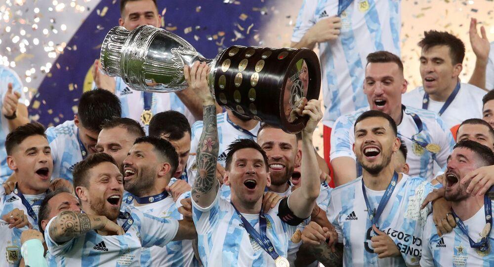 Copa America finalinde Brezilya'yı 1-0 mağlup eden Arjantin şampiyon oldu. 28 yıl sonra kupa sevinci yaşayan Tangocular, 15. kez kıtanın en büyüğü oldu. Kariyerine birçok rekor ve şampiyonluk sığdıran Lionel Messi böylece milli takım formasıyla ilk kez bir kupa sevinci yaşadı.