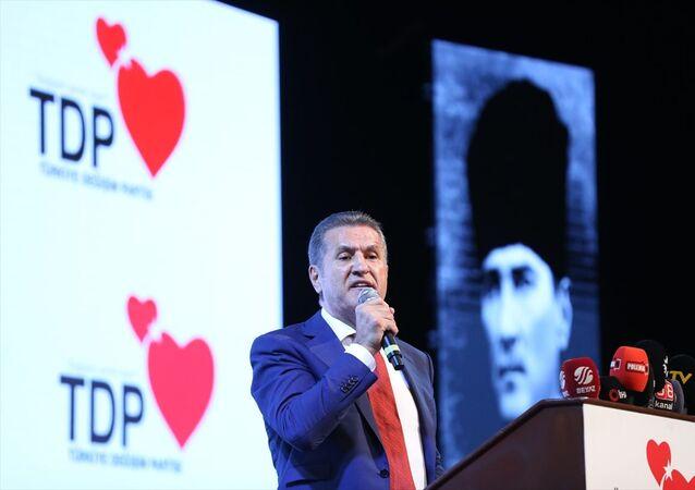 Türkiye Değişim Partisi (TDP) Genel Başkanı Mustafa Sarıgül, partisinin İstanbul 1. Olağan Kongresi'ne katılarak konuşma yaptı.