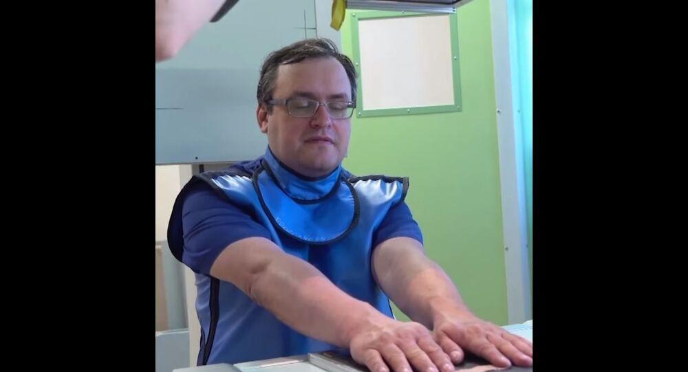 kendi vücuduna çip yerleştiren Rus doktor