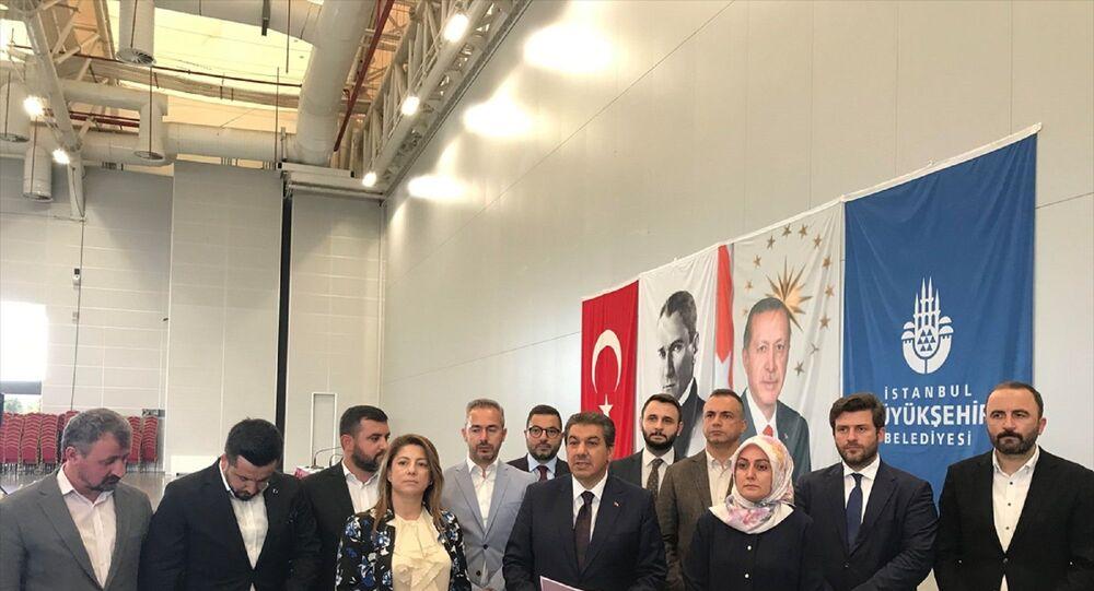 İstanbul Büyükşehir Belediye (İBB) Meclisi AK Parti Grup Başkanvekili Tevfik Göksu, grup toplantısı sonrası meclis üyeleriyle birlikte gündeme ilişkin basın toplantısı düzenledi.