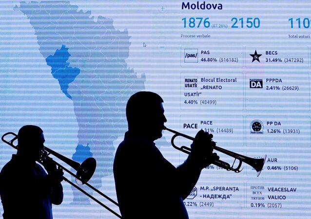 Moldova'da erken parlamento seçimleri 2021, PAS taraftarlarının kutlaması