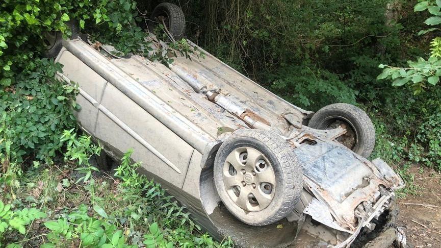 Eyüpsultan'da suyu tahliye edilen göletten çalıntı otomobil çıktı