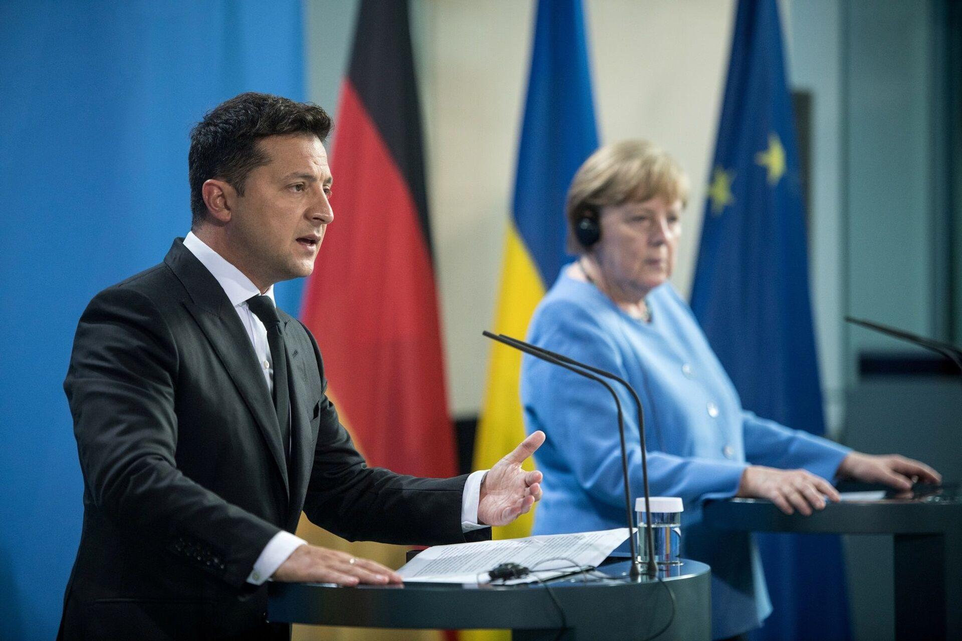 Almanya Başbakanı Angela Merkel, başkent Berlin'de, Ukrayna Devlet Başkanı Vladimir Zelenskiy ile yapacağı görüşme öncesinde ortak basın toplantısı düzenledi. - Sputnik Türkiye, 1920, 10.08.2021