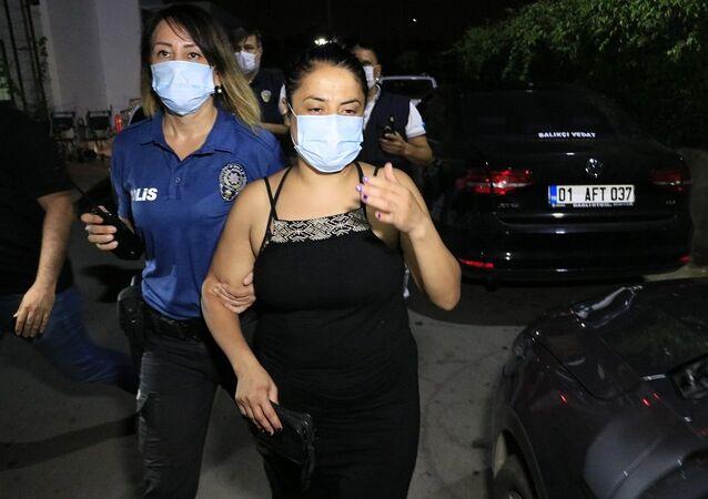 Türk bayrağını indirip çöp kutusuna atan kadın gözaltına alındı