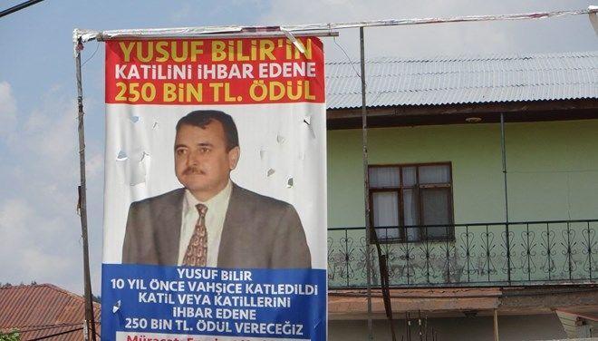 Adana'da 10 yıl önce alacak verecek meselesi yüzünden öldürüldüğü iddia edilen Yusuf Bilir'in kardeşi, ağabeyinin katilini ihbar edene 250 bin TL para ödülü vereceğini duyurdu.