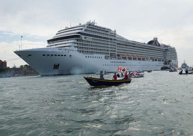 Dev kruvaziyer gemilerinin Venedik'e girişi yasaklandı