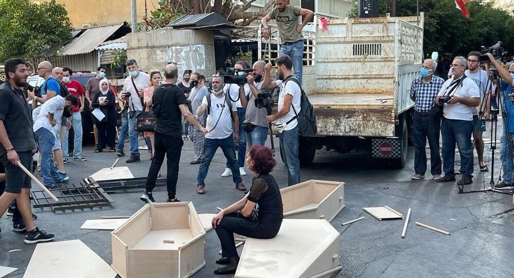 Beyrut Limanı patlamasında yakınlarını kaybeden ailelerden 'tabutlu' protesto