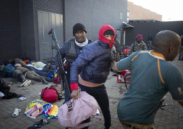 Güney Afrika'daki protestolarda hayatını kaybedenlerin sayısı 72'ye yükseldi