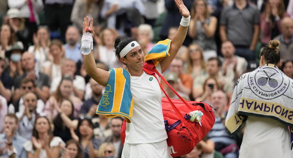 Tenisçi Ons Jabeur, Wimbledon'da kullandığı raketi Tunus için açık artırmaya çıkardı