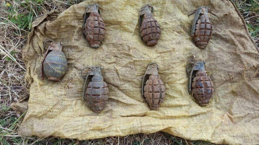 Hakkari'nin Şemdinli ilçesinde jandarma ekipleri tarafından yapılan çalışmalar sonucu PKK'ya ait toprağa gömülü 7 adet el bombası ele geçirildi.