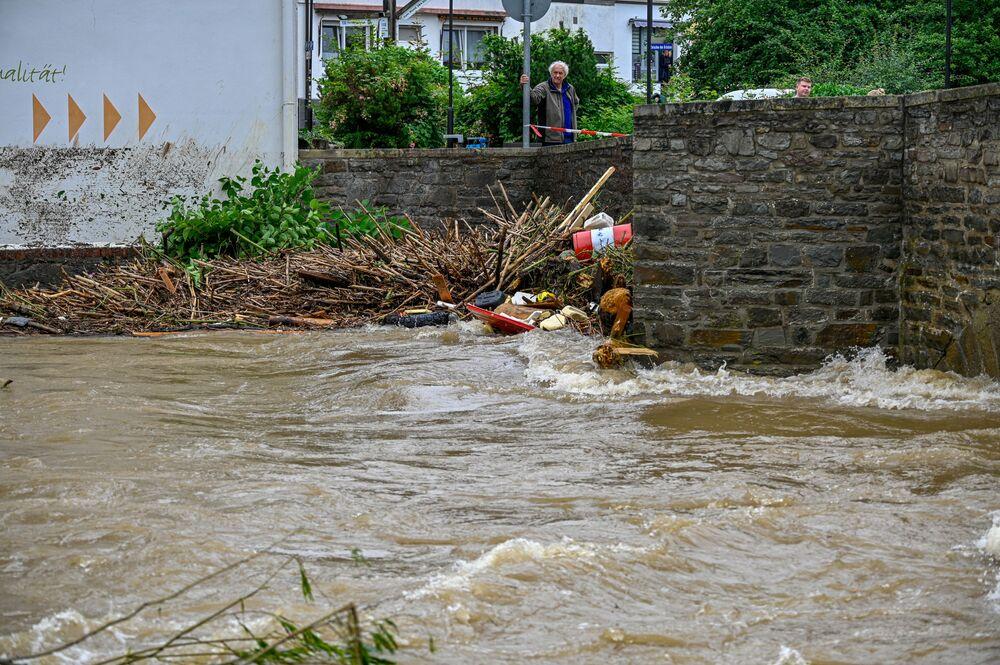 Etkilenen bazı bölgelere, suların yükselmesi nedeniyle, sadece hava yoluyla ulaşılabildiği belirtiliyor.