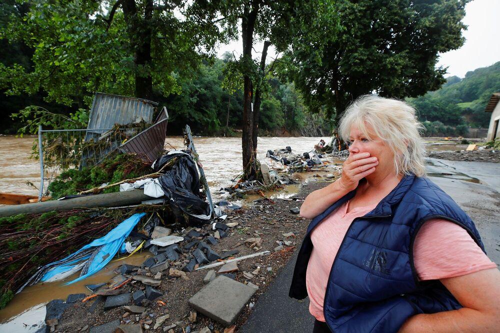 Bild gazetesine göre, polis binalarının çökmesi sonucu 9 kişinin hayatını kaybettiğini, 70 kişinin hala kayıp olduğunu açıkladı.