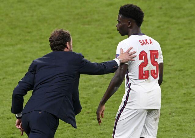 İngiliz futbolcu Bukayo Saka, EURO 2020 finali sonrası maruz kaldığı ırkçı saldırılara cevap verdi