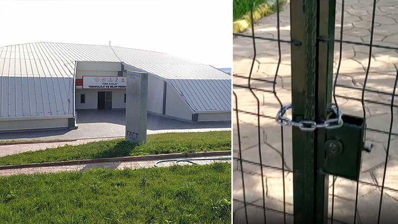 Şanlıurfa'nın Karaköprü ilçesinde, AK Partili belediyenin 13 Şubat'ta açtığı El Battani Uzay ve Havacılık Bilim Merkezi'nin kapısına zincirle kilit vurulduğu, binaya Türk Kızılayı Teknoloji ve Bilim Merkezi tabelasının asıldığı ortaya çıktı.