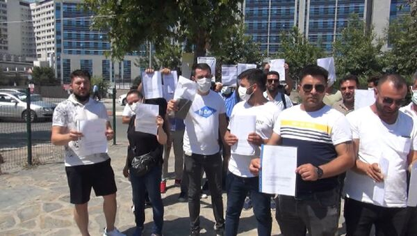Ataşehir'de şirket yöneticisi Sibel Koçan'ın öldürülüp gasp edilmesi ve yine şirket yöneticilerden eski eşi Süleyman Aydın'ın intihar etmesinin ardından paralarını geri alamadığını öne süren yaklaşık 50 kişi, SAS Holding ve şirket yöneticileri hakkında suç duyurusunda bulundu. - Sputnik Türkiye