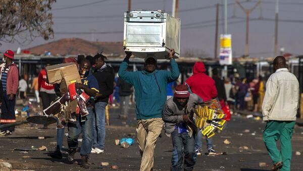 Güney Afrika'daki protestolarda ölü sayısı 200'ü aştı - Sputnik Türkiye