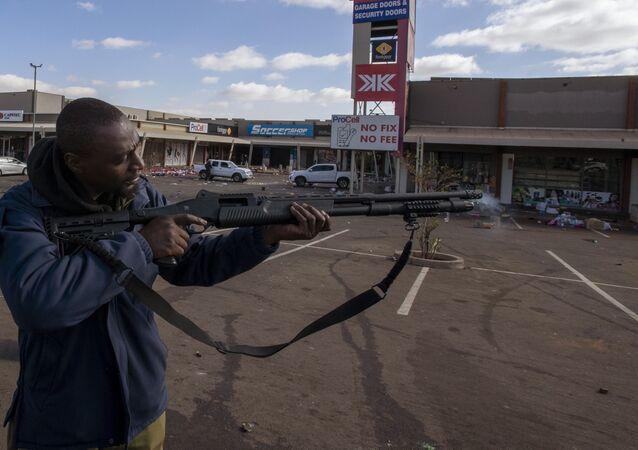 Güney Afrika'da mühimmat deposundan 1.5 milyon mermi yağmalandı
