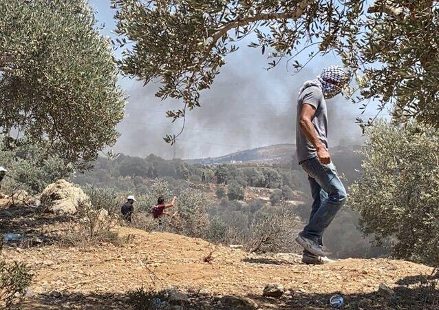 İsrail güçlerinin Batı Şeria'nın Nablus kentinde yasadışı Yahudi yerleşim birimlerini protesto eden Filistinlilere müdahalesi sonucu 108 Filistinli yaralandı.