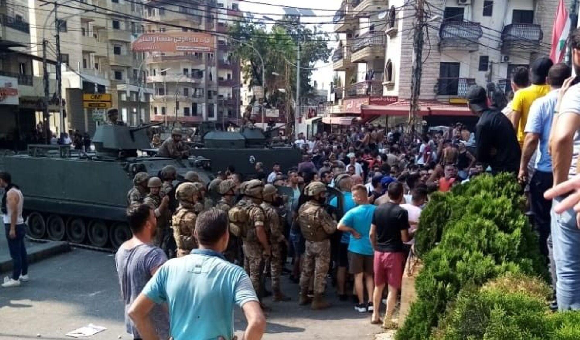 Lübnan'da Saad Hariri'nin hükümeti kurmayacağını açıklamasının ardından başlayan gösteriler devam ederken, Trablusşam kentinde çıkan çatışmada 25 kişi yaralandı. - Sputnik Türkiye, 1920, 16.07.2021