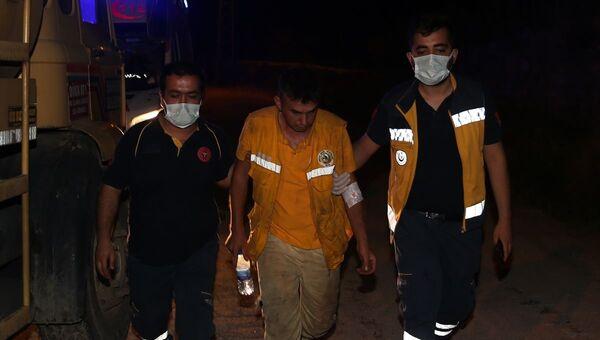 Hatay'ın Hassa ilçesinde ormanlık alanda çıkan yangına müdahale ederken dumandan etkilenen 2 itfaiye eri hastanede tedavi altına alındı. - Sputnik Türkiye