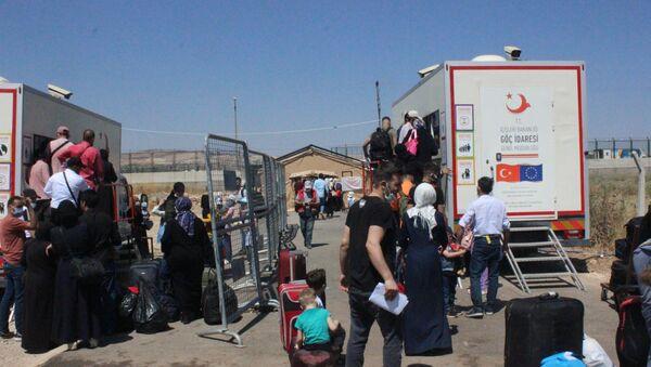 21 bin 500 Suriyeli, Kurban Bayramı için ülkesine gitti - Sputnik Türkiye