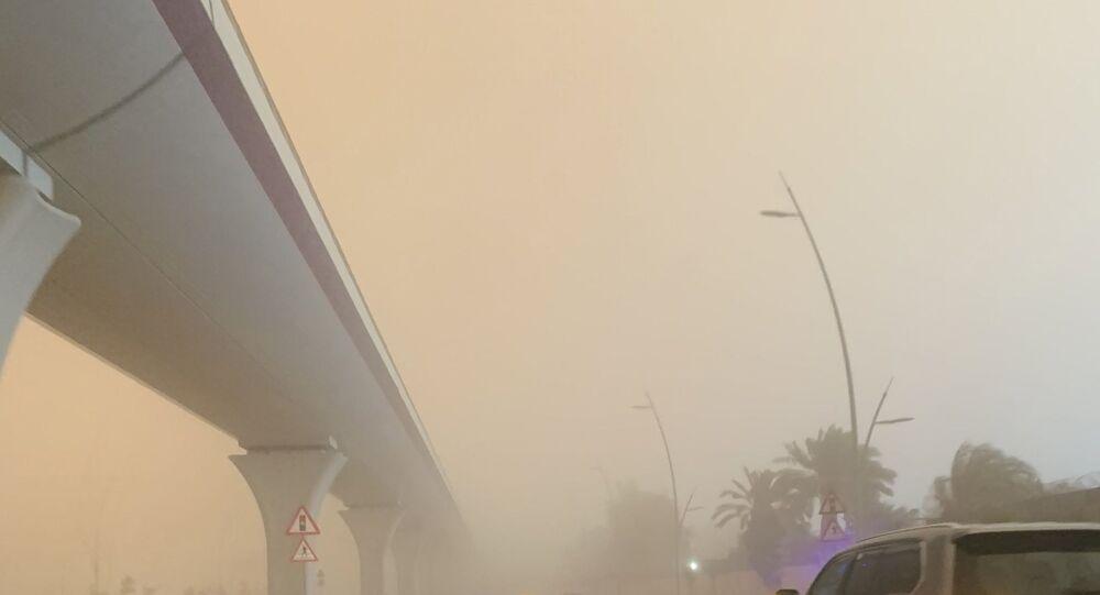 Kum fırtınası gökyüzünü turuncuya bürüdü - Suudi Arabistan