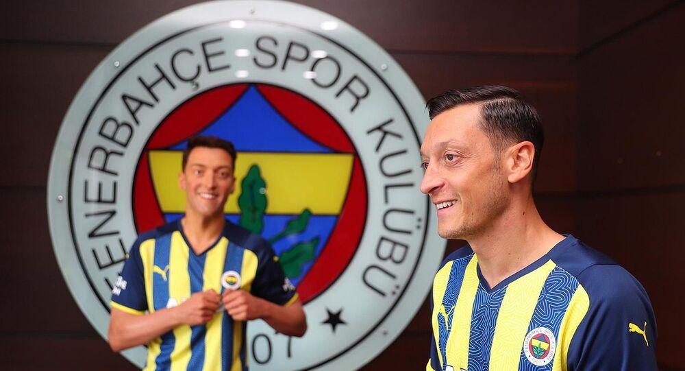 Mesut Özil'in balmumu heykeli, İstanbul'a getirildi