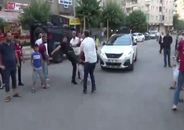 Diyarbakır'da gazetecilere saldırı