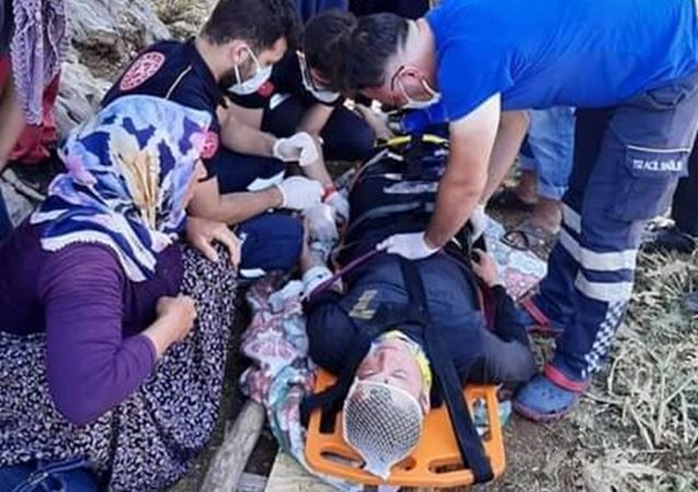 İnternet çekmediği için çıktığı ağaçtan düşüp ağır yaralandı