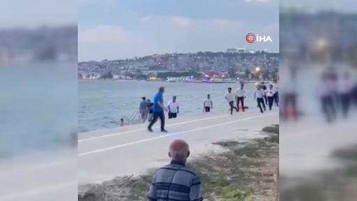 Restoran çalışanları sopayla saldırdı: Kaçmak için denize girdiler