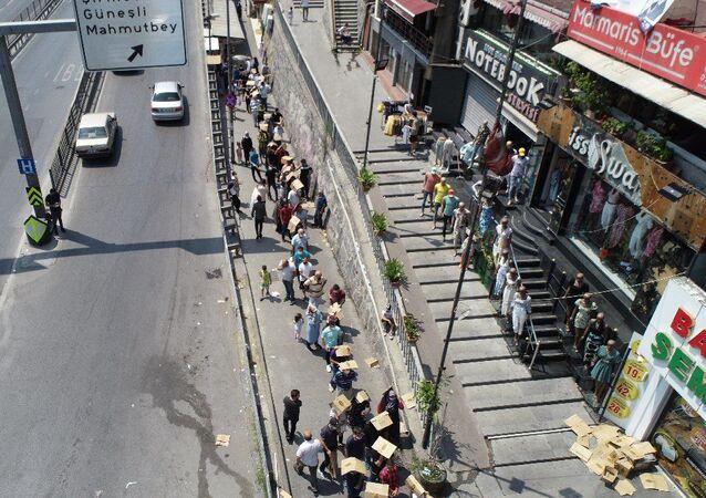 İstanbul Şirinevler ucuz baklava sırası