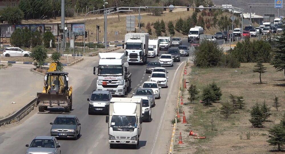 43 ilin geçiş güzergahındaki 'kilit kavşaktan' 100 binin üzerinde araç geçti