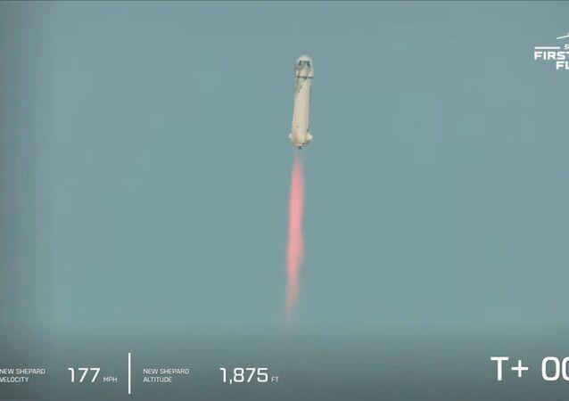 Amazon'un kurucusu Jeff Bezos, sahibi olduğu uzay araştırmaları şirketi Blue Origin roketi ile roketi ile bugün uzaya fırlatıldı.